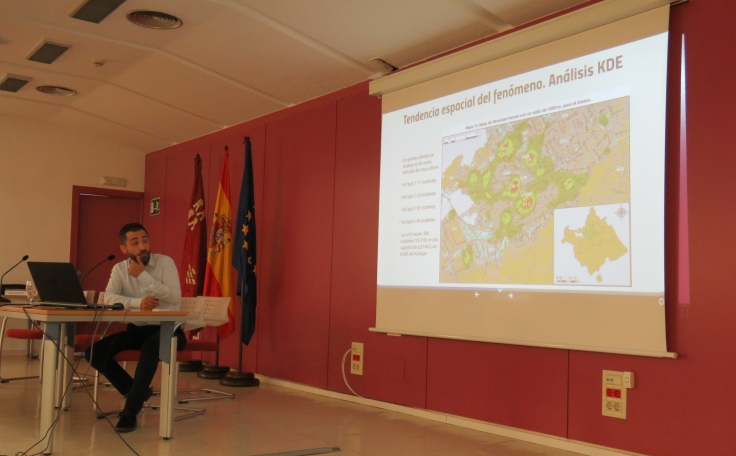 asociacion_criminologia_sociedad_jornada_policia_local_murcia_gis_criminologia_ambiental_mapping_efiap-39.jpg